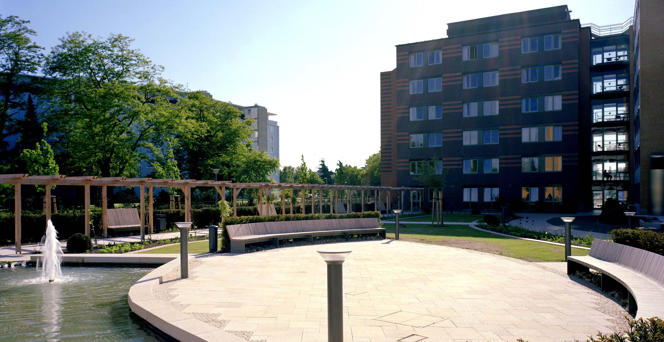 Bild der Aussenanlage des Bettenhauses im Herzogin Elisabeth Hospital, Braunschweig