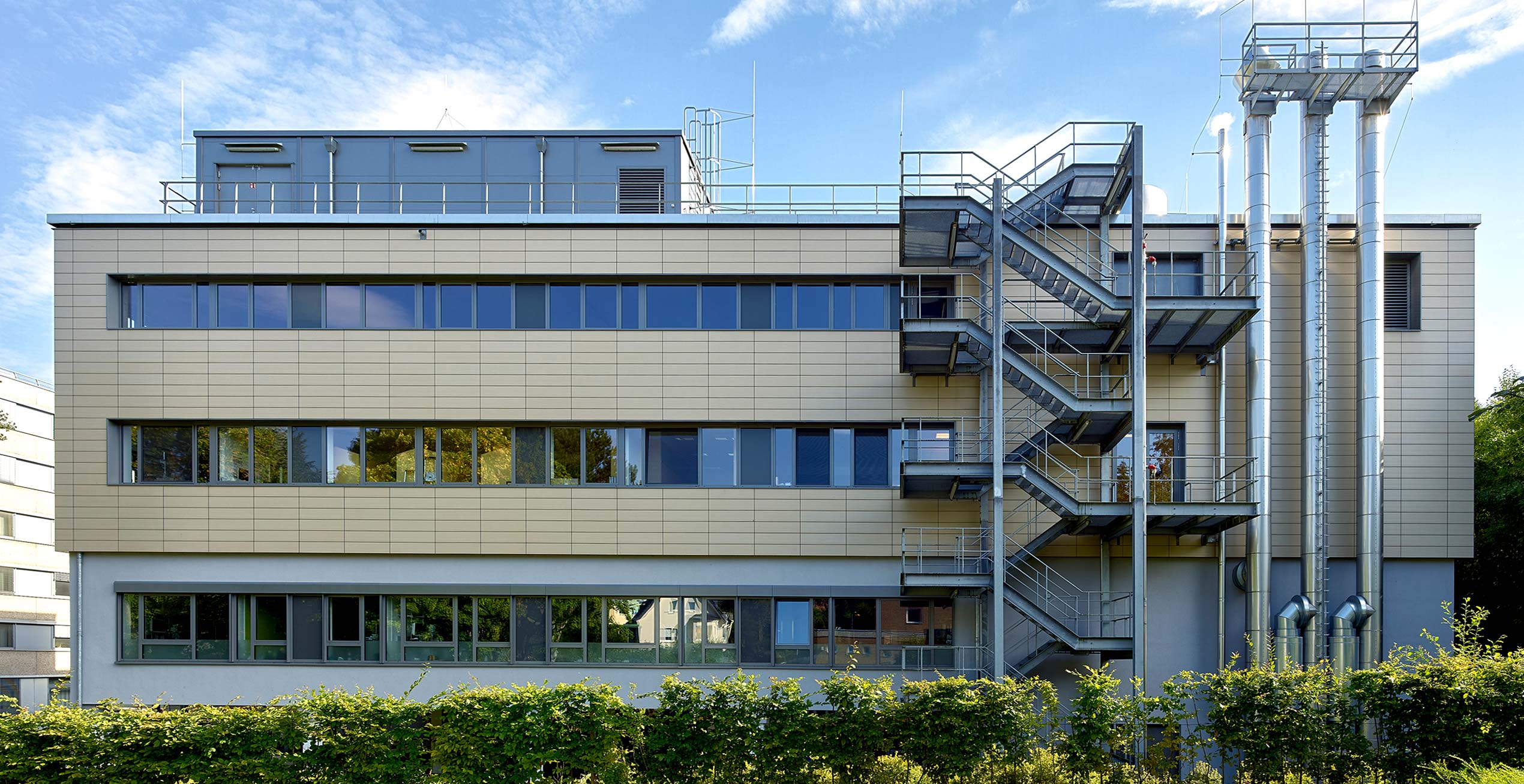 Startbild der Fassade der OP-Abteilung im St. Raphael Hospital in Ostercappeln